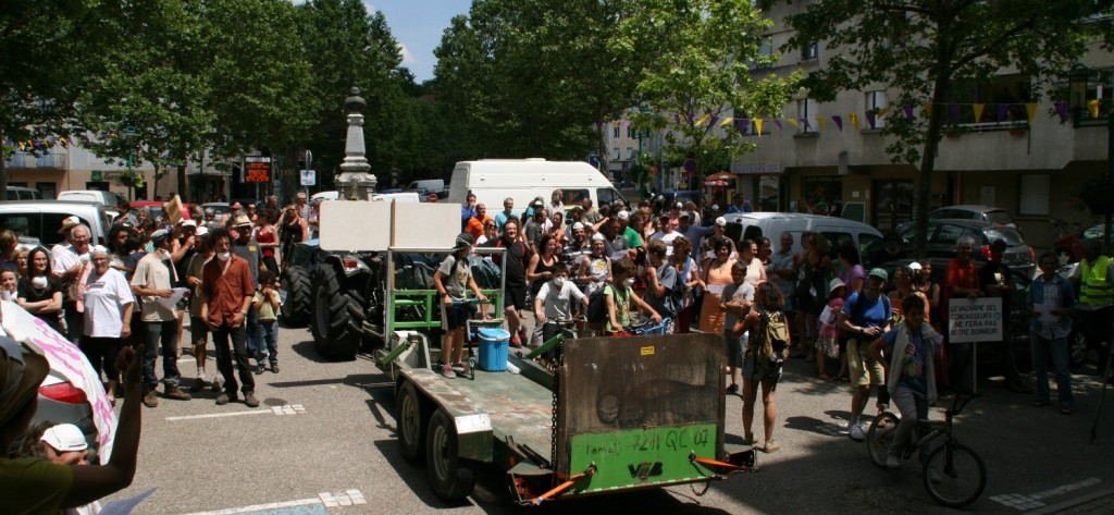 depart manif anti carriere lamastre
