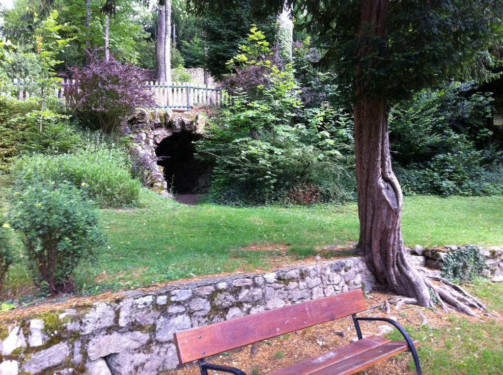 grotte parc seignobos
