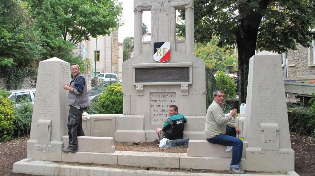 Rénovation monument mort lamastre