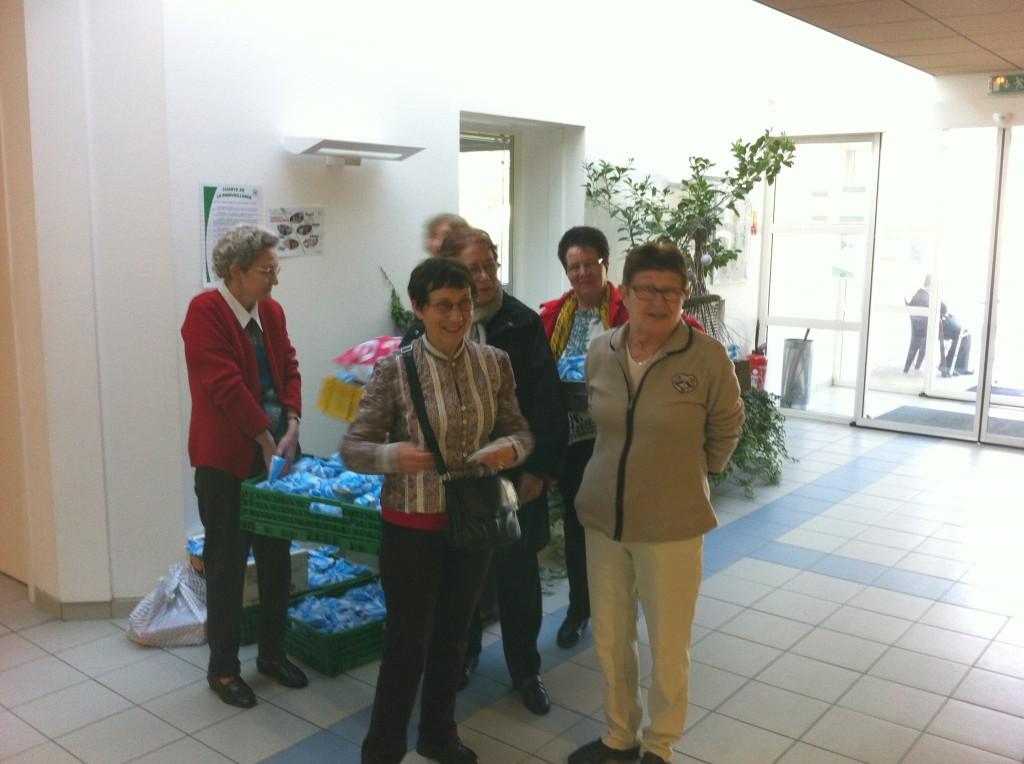 UNRPA ensembles et solidaires , lamastre distribution colis hopital lamastre