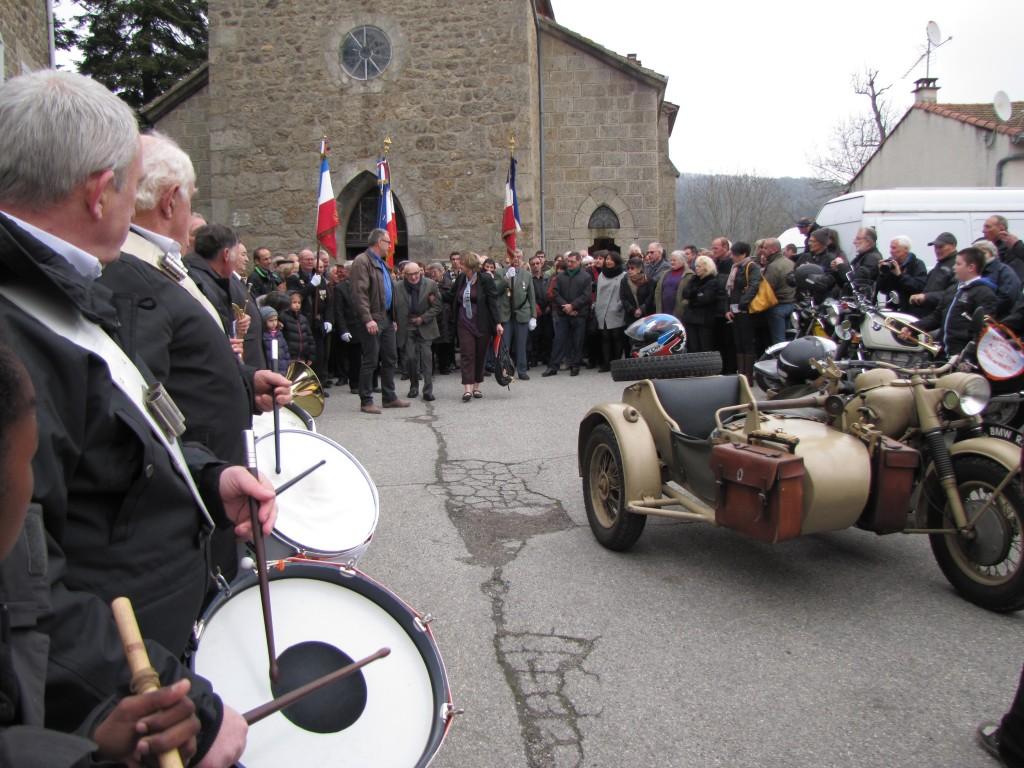 rigolier SORTIE EGLISE grozon side clique St Victoire Gilhoc