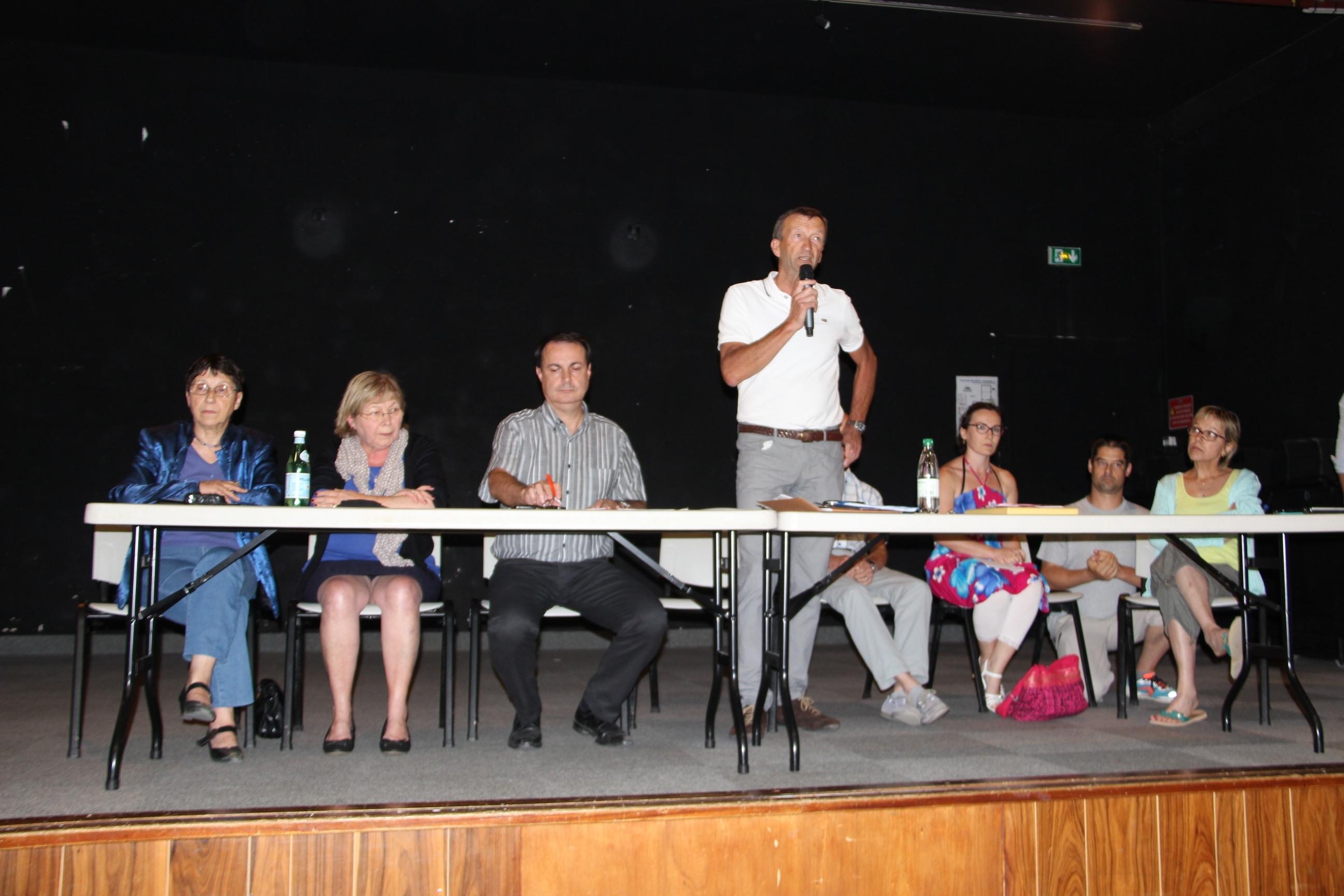 reunion 23 juin tribune debout