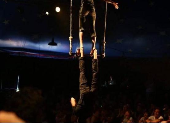 cirkus-laut-iris-trapeze