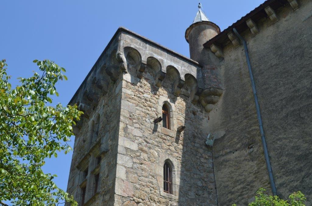 chateau-de-belair-desaignes-tour