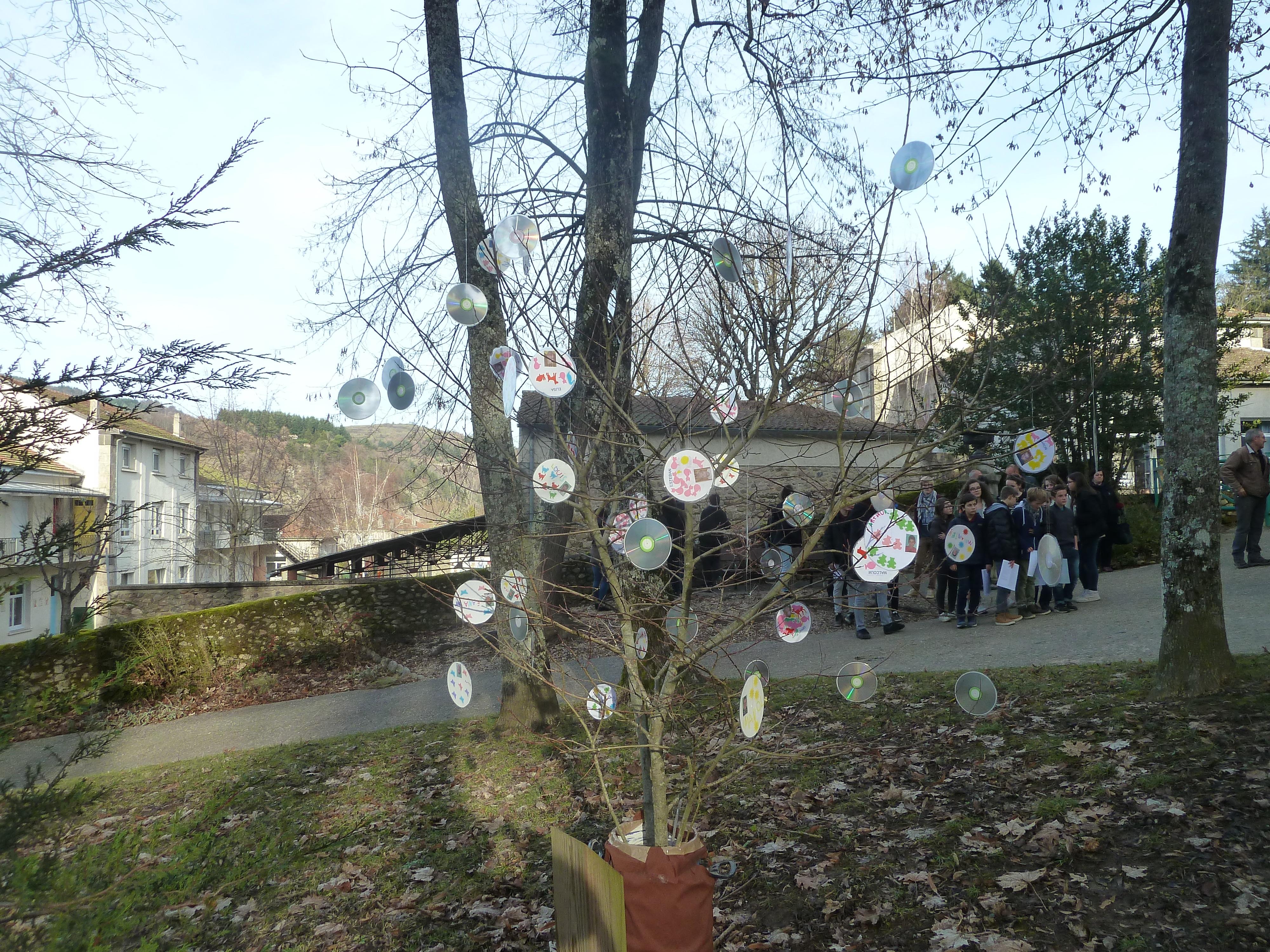 arbre-laicite-lamastre-decore