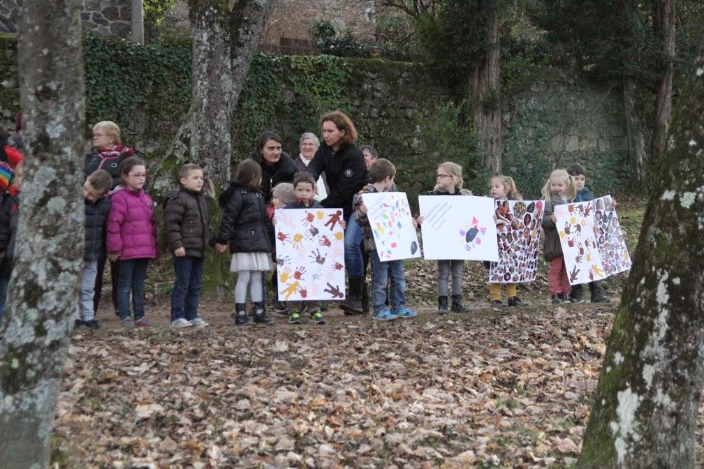 enfant-ecoles-maternelle-laique-lamastre-arbre