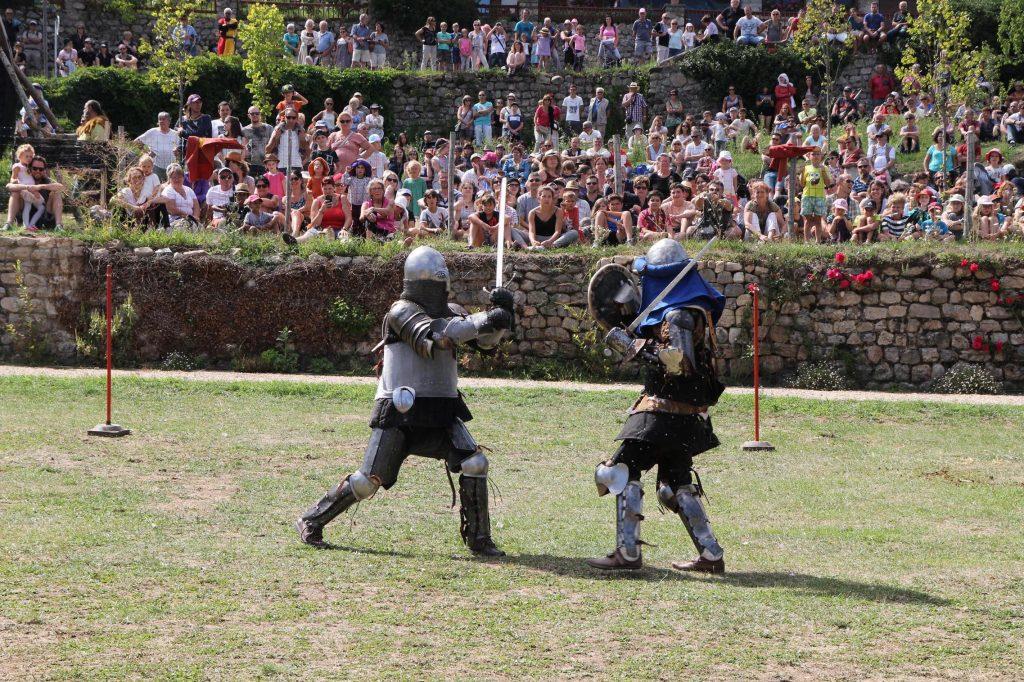 Médiévale desaignes 2017 combat sur le pré