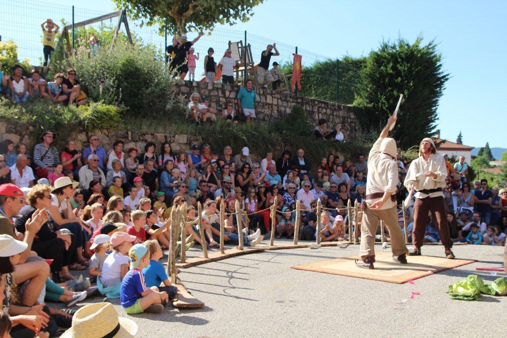 Médievale 2017 desaignes théâtre de rue et jonglerie