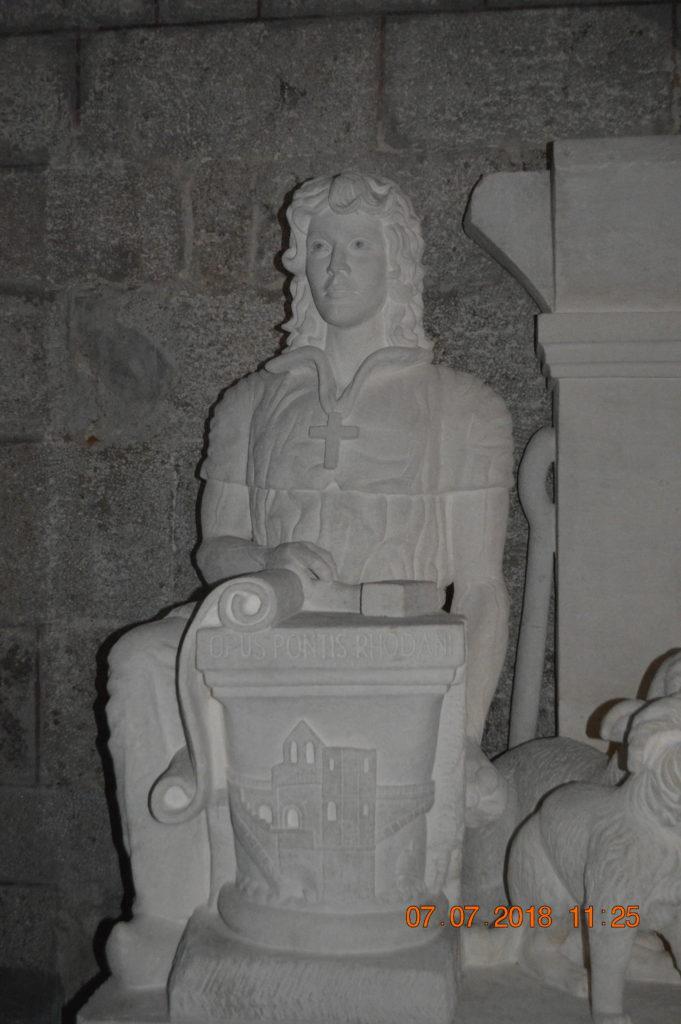 statue plateau